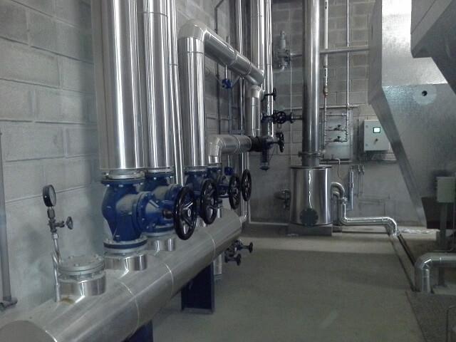 Ensemble de tuyauterie pour chaufferie vapeur, eau chaude ou eau surchauffée
