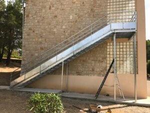 installation escalier acier metallique
